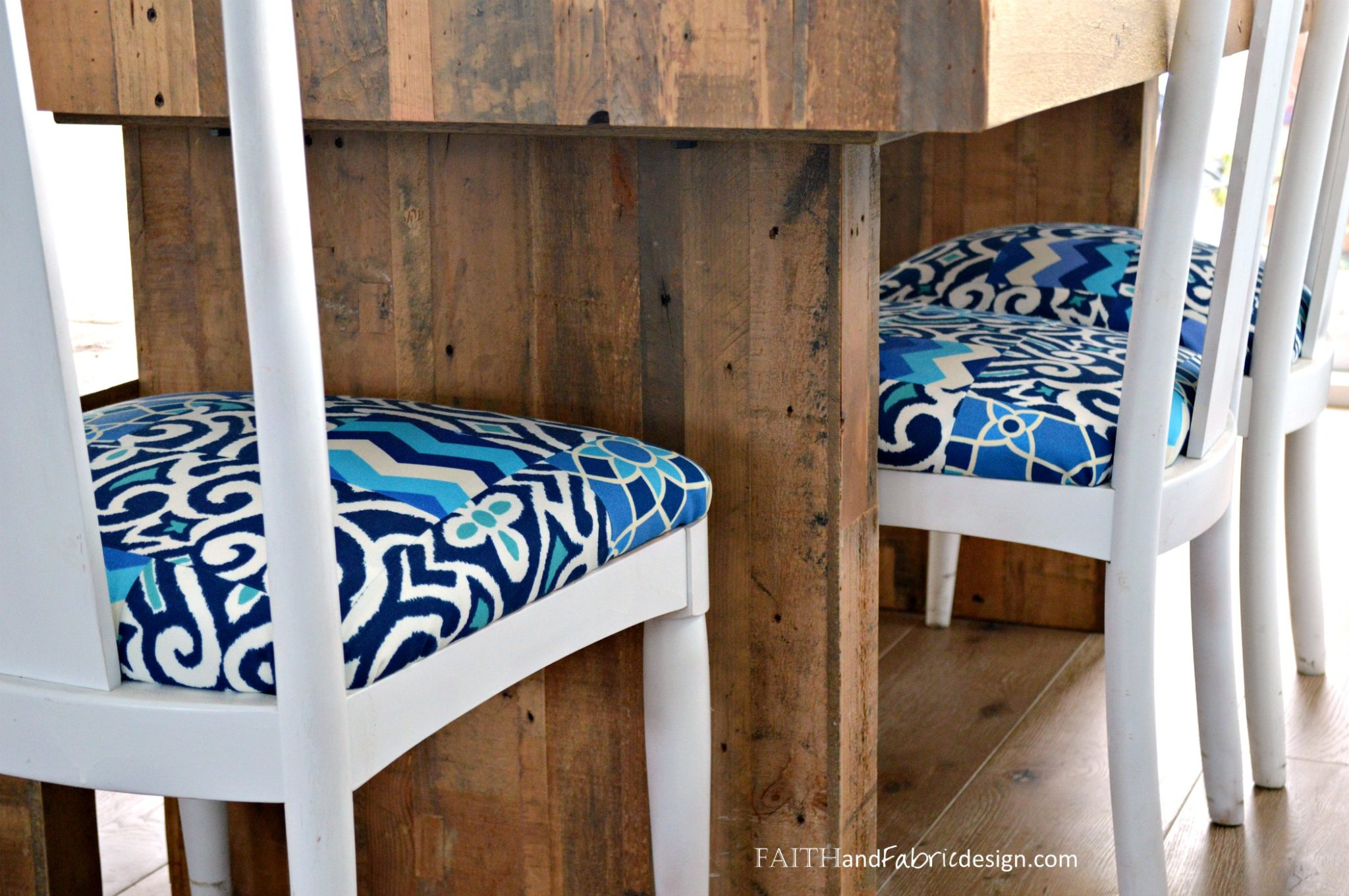 Tutorial How to Reupholster a Chair – with a Patchwork Quilt