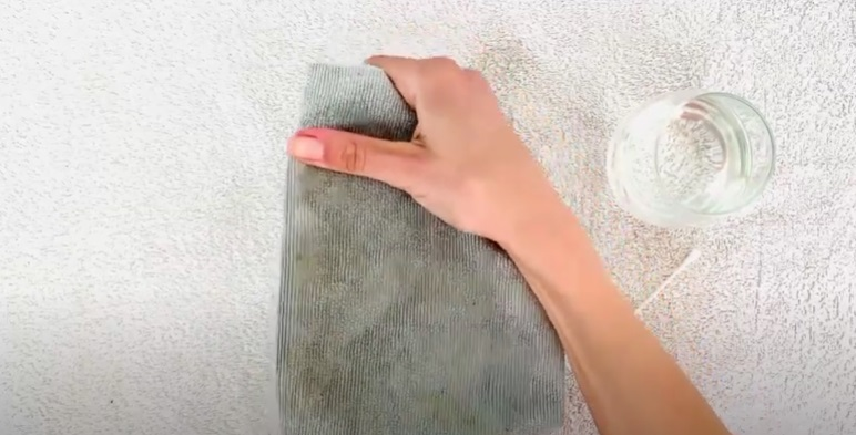 How to Clean Your Iron With Vinegar