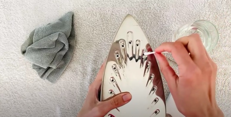 How to Clean Your Iron With Vinegar 3